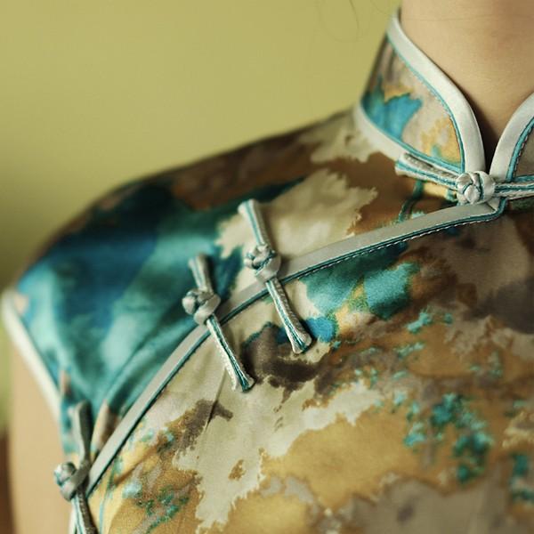Cheongsam collar detail